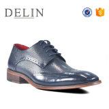 La suela de caucho nuevo diseño de calzado de cuero para hombres jóvenes