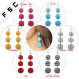 La bille artificielle colorée de femmes balancent la boucle d'oreille de goujon