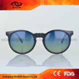 Zoll brandmarkte widergespiegelte Frauen, die Männer modische Lebensstil-Sonnenbrillen polarisierten