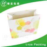 Sac de transporteur de empaquetage estampé de papier pour des vêtements de cadeau d'achats