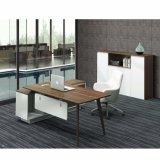 L tabela do escritório da forma com pés da madeira contínua