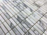 スタックされた小さいパターン白い灰色の大理石の石造りのモザイク・タイル