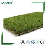 잔디밭 수영장 다중 사용을%s 잔디 올리브 녹색 뗏장을 정원사 노릇을 하기