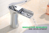 Новый дизайн ванной комнатой и водопадом латунные бассейна под струей горячей воды в хромированная отделка