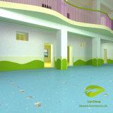 Pavimentazione spensierata/variopinta e molle del PVC per i bambini