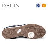 方法スニーカーの人、歩きやすい人の靴、人のための偶然靴