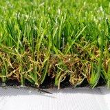 Moquette artificiale dell'erba della decorazione poco costosa del giardino che modific il terrenoare erba