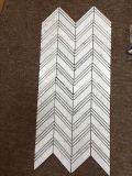 カラーラ白い大理石の大きいシェブロンは小さいシェブロンデザイン床タイルを混合した