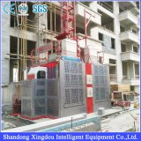 Alzamiento del material de construcción del pasajero del constructor