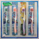 Toothbrush di nylon molle degli adulti con il massaggio della gomma