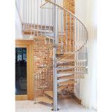 Escadaria espiral das escadas pré-fabricadas internas de madeira contínuas