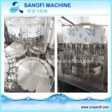 Les petites bouteilles de l'eau pure ensemble de la ligne de production