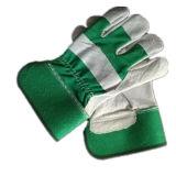 牛そぎ皮の並べられた完全なやし緑作業手袋半分の