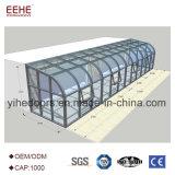 구부려진 박판으로 만들어진 유리 지붕을%s 가진 현대 디자인 일광실