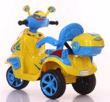 De Rit van jonge geitjes op Motor, de Motorfiets van het Stuk speelgoed van het Jonge geitje