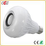 Lampe sans fil intelligente de vente chaude de lumière d'ampoule de musique d'ampoule de haut-parleur d'E27 RVB Bluetooth avec 24 lampes intelligentes à télécommande de clés la lampe à télécommande du téléphone $$etAPP