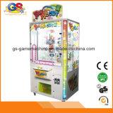 O luxuoso premiado dos presentes mestres chaves caçoa a máquina de jogo do bebê para o parque de diversões