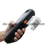 PDA tenuto in mano con la stampante termica dello scanner del codice a barre 1d 2D