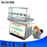 Crême glacée de roulis de friture faisant la machine