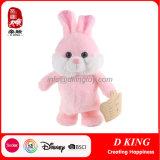 O brinquedo eletrônico do coelho do coelho do luxuoso pode andar e cantar