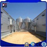 La estructura de acero de edificios de metal de la casa de aves de corral pollo