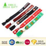 Haute qualité à bas prix sur mesure Composante personnalisée tissu tissé de polyester de bracelets Festival Bracelet pour la promotion de cadeaux