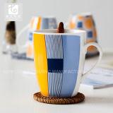 Da fábrica caneca de café atrativa da porcelana do estilo diretamente com boa oferta