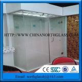 10mmのシャワー室の勾配の効果の低い鉄の緩和された霜ガラス