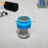 Vaso di vetro della spezia con i coperchi del metallo dei formati e dei colori differenti