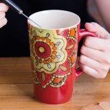 A impressão de artesanato da flora caneca de cerâmica