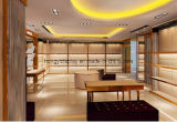 Étalage de magasin de chaussures de femmes de mode, stand au détail d'étage de chaussures