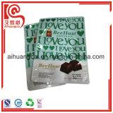 Schokoladen-Stücke, die Plastiktasche verpacken