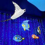 Abbellimento del natale che mostra gli indicatori luminosi della decorazione per l'esposizione dell'indicatore luminoso della sosta del mare