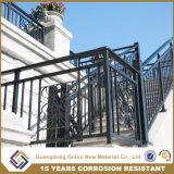 Barandilla moderna de aluminio de la escalera