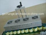 High Speed разливает алюминиевые фольги по бутылкам герметизируя машину