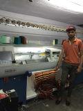 Flache strickende Strickjacke, die Maschine herstellt