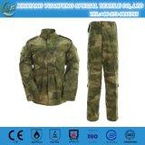 I militari cammuffano l'uniforme di vestito da battaglia/Bdu per uscire