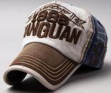 Помытая бейсбольная кепка джинсыов на лето