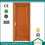 Porta de madeira composta com vários acabamentos de espécies de madeira