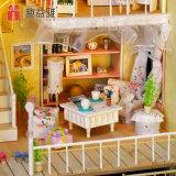 2つの床の小型木の人形の家のおもちゃ