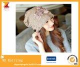 Chapeaux de chapeau de lacet de cavité de l'hiver de chapeau de Beanie de dames avec des fleurs de double couche