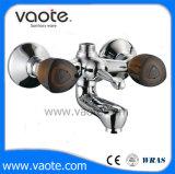 Полностью откройте ручку с двойной ванной под струей горячей воды латунные ванной миксер (VT 60601)