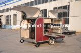 Beau camion de nourriture de BBQ avec le plein matériel à vendre