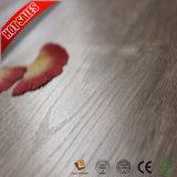Деревянный настил ламината белизны поверхности заряда