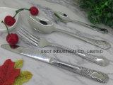 星のレストランの食事用器具類(stainlesssの鋼鉄ナイフのフォークのスプーン)