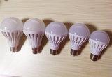 Bombilla sana y activada por voz del control de sensor del LED