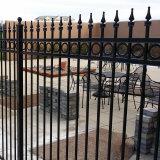 装飾用の黒色火薬の塗られた電流を通された鋼鉄錬鉄の塀