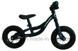 小型赤ん坊のバイクの自転車または安い子供のバランスの自転車または小型歩くバイクの自転車