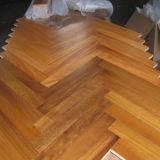 クルミのヘリンボン寄木細工の床の木によって設計されるフロアーリング