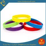 Wristband di gomma di vendita di alta qualità di marchio caldo di Debossed dalla Cina